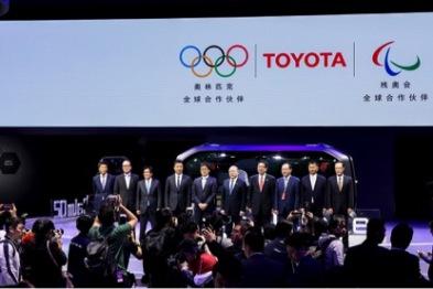 一汽丰田田青久:寒冷的车市下,亚洲龙是一把火|上海车展