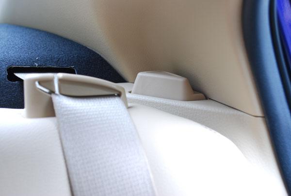 后排座椅的放倒按钮真心让我找了一会儿