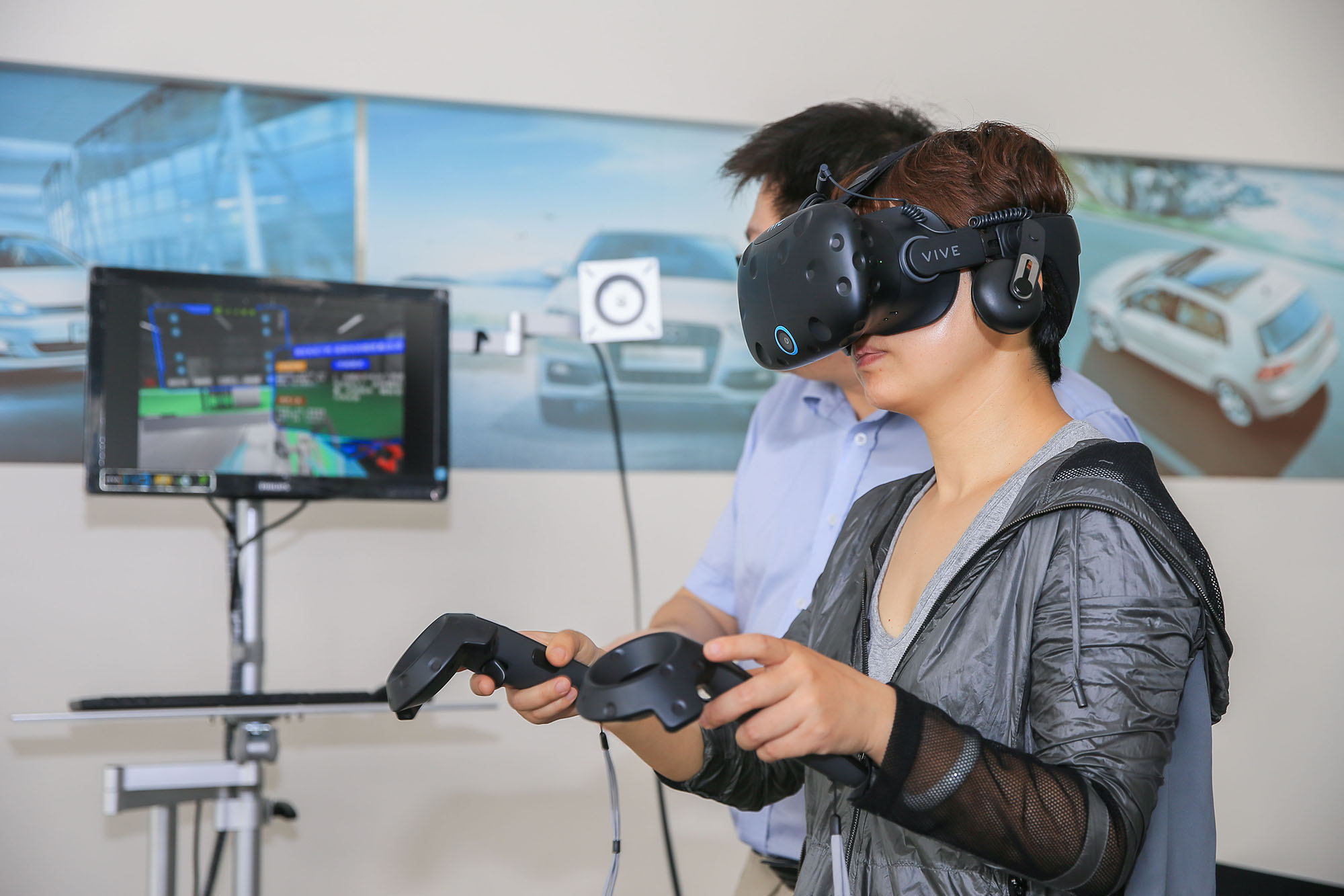体验新能源汽车VR培训