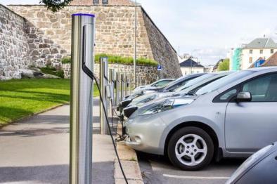 日本擬要求電動汽車明示電池衰減情況