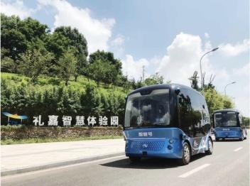 """""""阿波龙2.0""""自动驾驶接驳车重庆上岗,驶向智能出行新时代"""