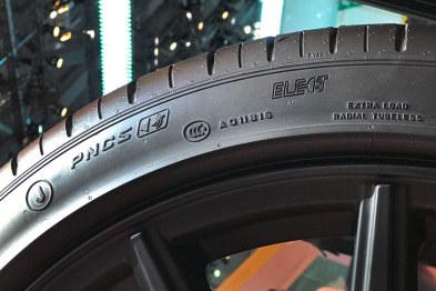 科技说丨为何电动汽车需要专用轮胎?