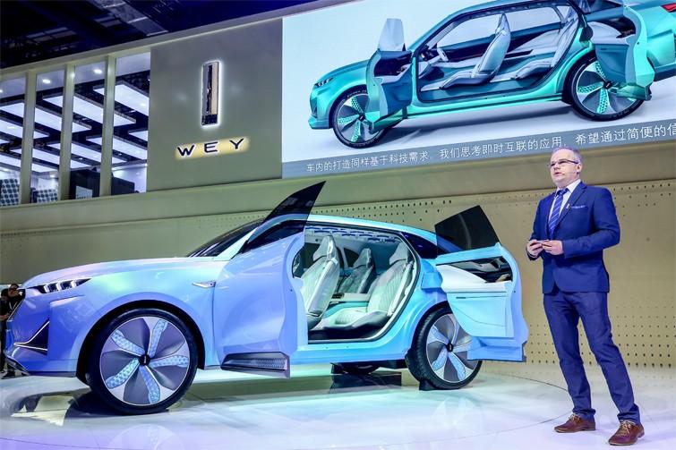 WEY品牌设计执行总监艾蒙详解WEY-X概念车的前瞻设计理念