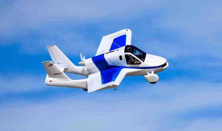 这是一辆小汽车,还是一架解放军的飞机?这就是Terrefugia公司的转变。图片:https://www.terrafugia.com/the-transition/