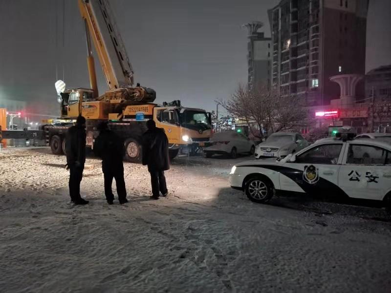 BEIJING品牌换电出租车服务保障团队雪夜建设换电站