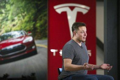 Tesla十年来首次实现赢利,市值超过菲亚特