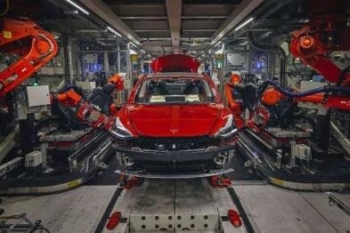 走进特斯拉工厂:所有设备全力生产Model 3