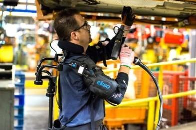 福特汽车工人穿上高科技「铠甲」