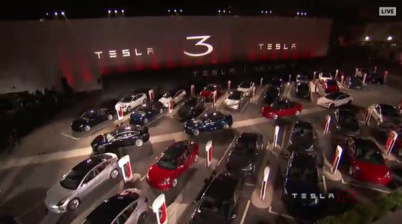 """特斯拉首批30辆Model 3交付,汽车业的""""iPhone时刻""""?"""
