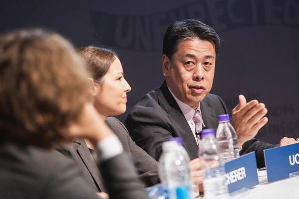 内田诚(Makoto Uchida)参加世界经济论坛-新领军者年会并与其他与会者进行讨论