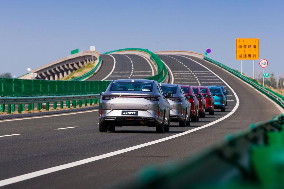 科技测丨500公里无人区实测奕炫自动驾驶辅助系统