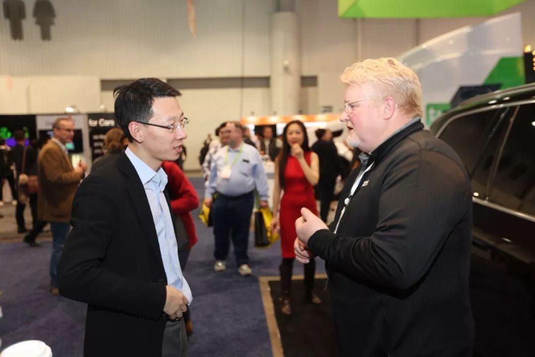 吴震皓(左)在2018美国CES