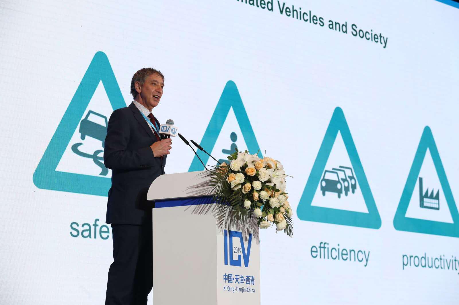 英国交通部国际车辆标准司司长Ian Yarnold