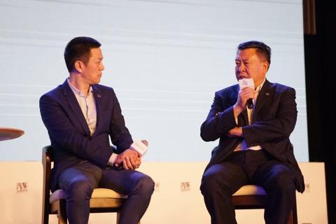 2017年,蔚来汽车CEO李斌与时任北汽集团董事长徐和谊在某场汽车论坛上同台