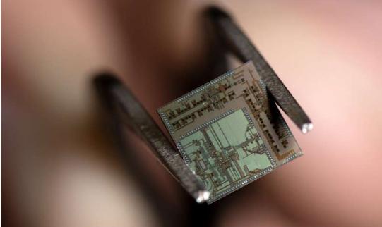 """美国加州大学欧文分校发明""""超5G""""无线收发器,可用于自动驾驶"""