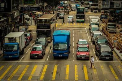 在全是无人车的世界,横穿马路是种怎样的体验?