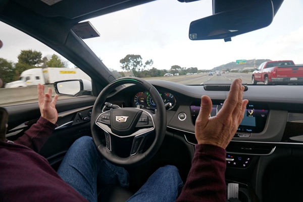 由于搭载了Super Cruise,凯迪拉克CT6可以让驾驶员在限定场景下解放双手