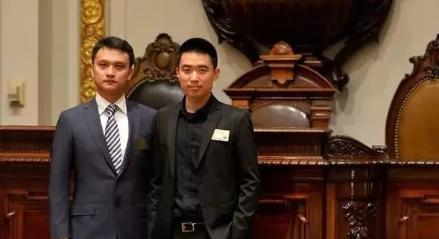 李想与樊铮(左)