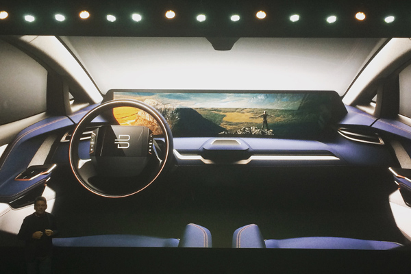 BYTON的内饰设计 此外,BYTON 还将搭载全新数字生态系统 BYTON Life。戴雷称,作为开放平台,BYTON Life除了拥有导航、音乐、电话、泊车等基础功能外,还可实现手机与汽车的实时同步,并且可以为驾驶者和乘客量身定制个性化的应用程序。此外,BYTON Life 还将搭载机器学习能力,能够对客户的日历、 位置、喜好和应用程序的数据进行分析,从而对客户下一步的行动提供定制化建议。