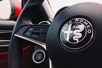 以貌取人使不得,试驾全新阿尔法·罗密欧Giulia 200HP 豪华型