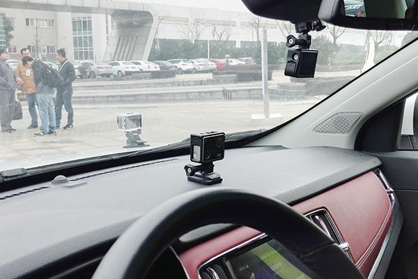 现场体验车装载的3台相机,数量最多时可配置4个不同机位