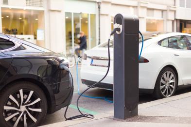 """立法者""""压迫""""下的产物?电动汽车究竟要卖给谁"""