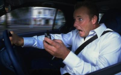 更多美国年轻人对开车感到厌倦,自动驾驶车只欠东风