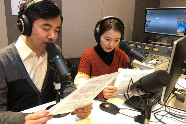 考拉FM的主播清晨5:00准时开始节目录制
