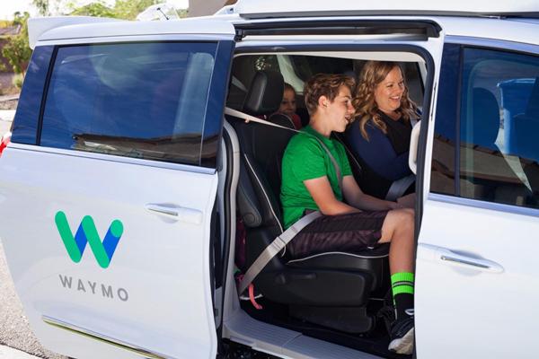 Waymo已经在亚利桑那州凤凰市开展了载人自动驾驶汽车的测试