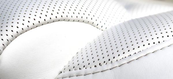特斯拉Model X的座椅材质用料很讲究,即使长时间使用之后,白色座椅也没有出现不耐脏的问题