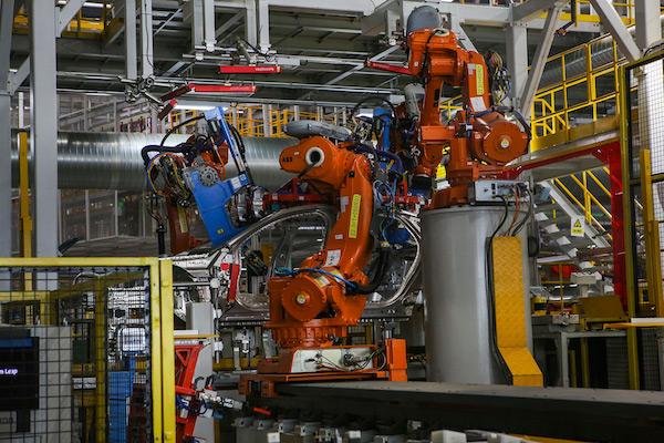 自冲铆接机器人