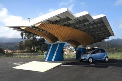 标致试点开建Parasol智能充电站,顶部覆盖太阳能面板