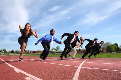 无人驾驶汽车大盘点:汽车公司和科技公司谁跑的更快?