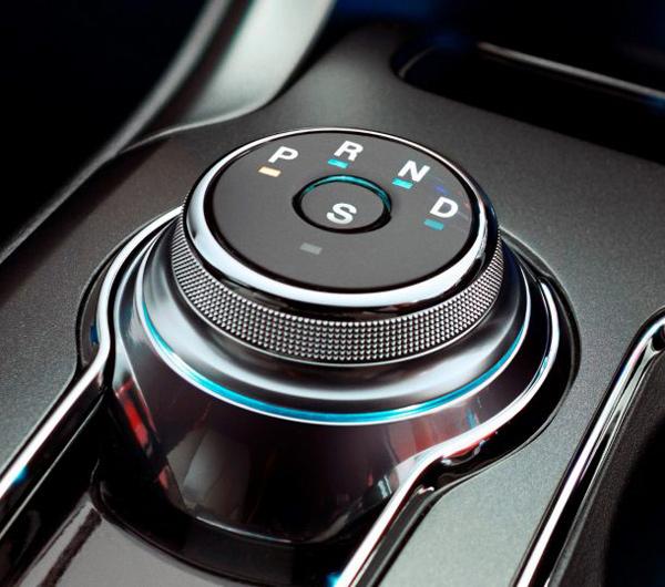 2017款福特蒙迪欧采用了旋钮式换挡器的设计