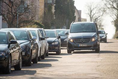 奔驰博世测试利用行驶车辆获取空置车位数据