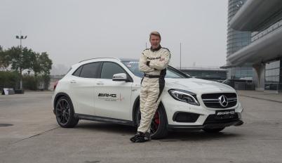 邂逅刺激的一天:AMG、F1赛道和Mika