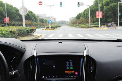 通用成功在上海市公共道路演示车辆与基础设施通信应用