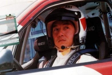 程飞与成龙:一样爱赛车,一样让世界看到中国精神