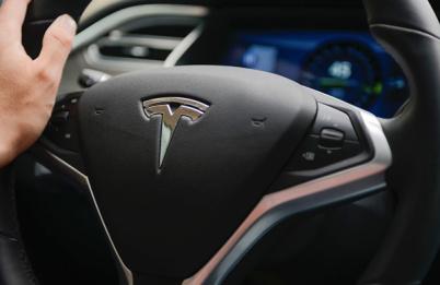 特斯拉更新Autopilot系统:自动巡航限时速至128公里