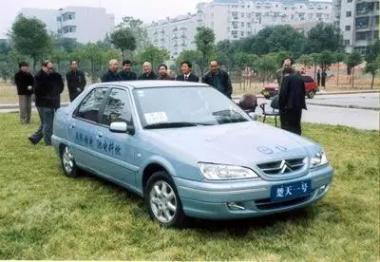 中國新能源汽車野史:說變道超車的人,你們都錯了!