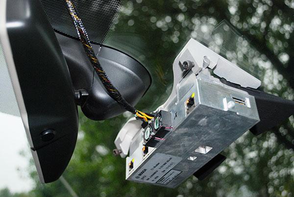 BOSCH测试车上的工程版AEB系统