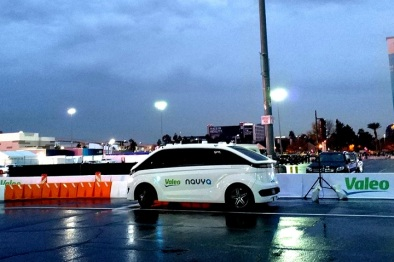 视频|在CES体验法雷奥无人驾驶出租和「透视眼」技术