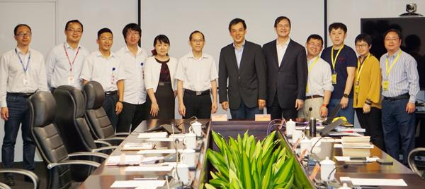 签约现场来自广汽研究院及中国汽车创新孵化器联盟的代表