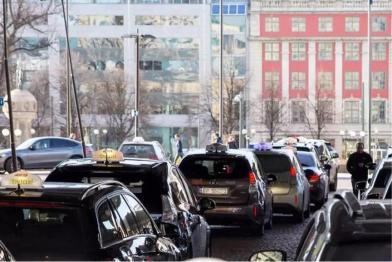 全球首个电动出租车无线感应式充电站落户挪威奥斯陆