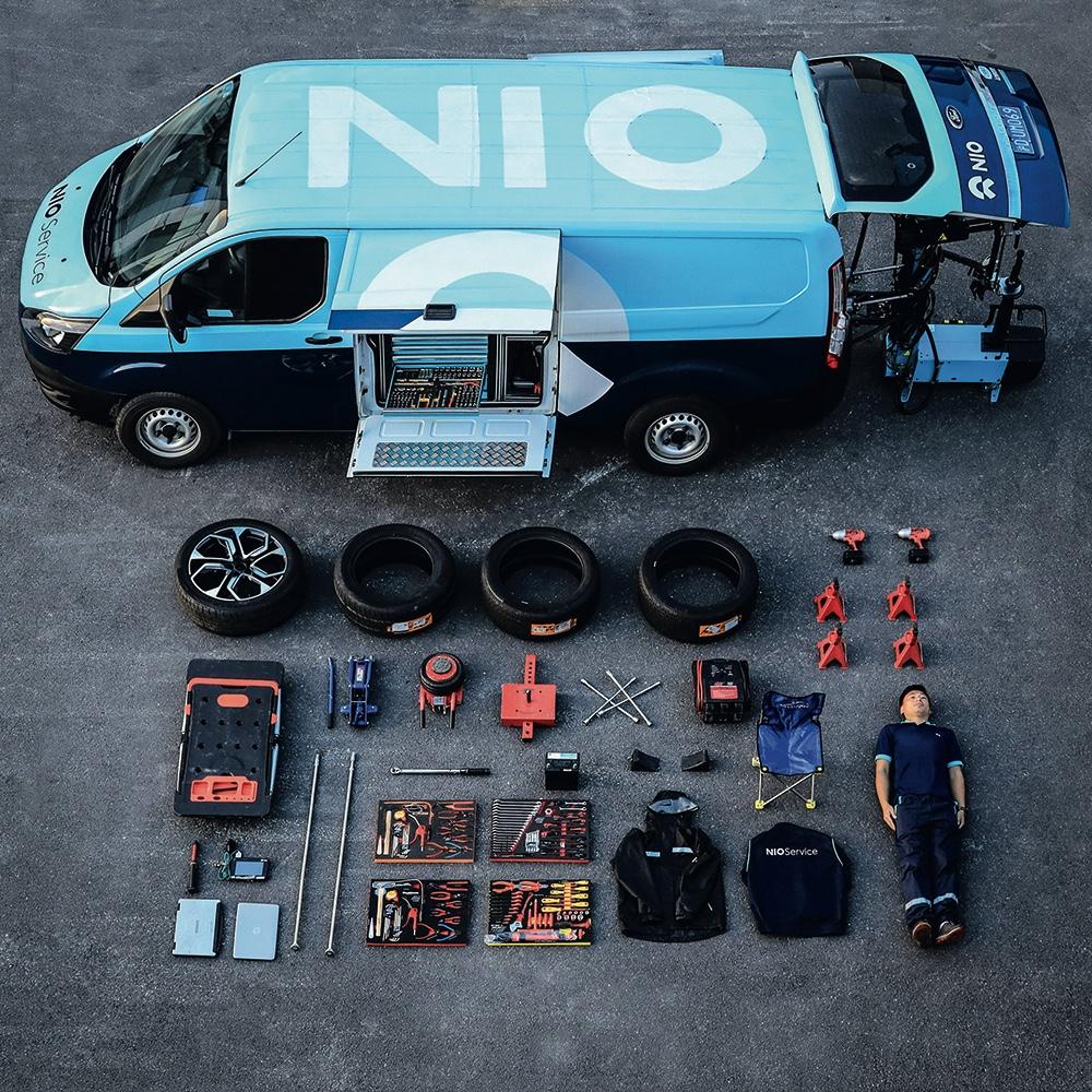 这是一辆蔚来移动服务车的全部装备。此外,蔚来还有移动充电车。移动充电能做到加电10 分钟续航 100公里。2019年2月开始,其他品牌汽车也可使用这项服务