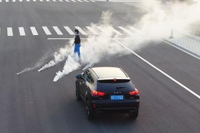 安智汽车发布国内首个黑夜+烟雾工况AEB系统功能