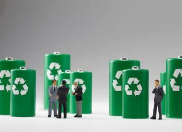 苗圩:让新能源汽车生产者对动力电池回收负责