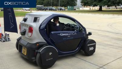 英国首辆搭载乘客的无人驾驶汽车上路测试