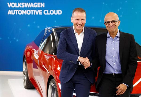 大众CEO Herbert Diess(左)和 微软CEO Satya Nadella(右)