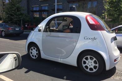 谷歌新专利:自动驾驶车可识别道路照明弹